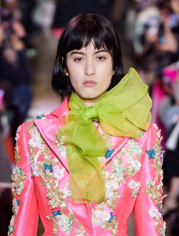 Schiaparelli-2019 Модные женские стрижки 2019: 100 стильных идей на средние волосы