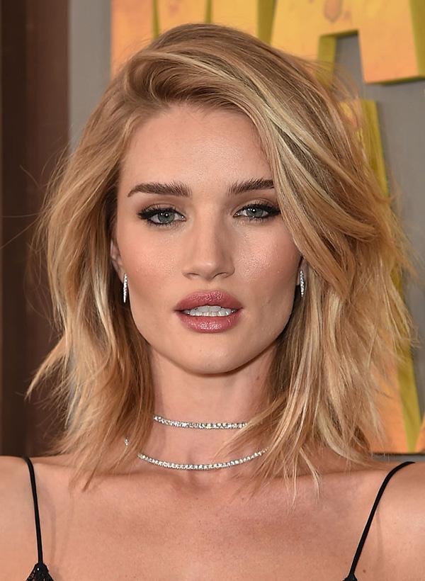 blond-2019 Модные женские стрижки 2019: 100 стильных идей на средние волосы