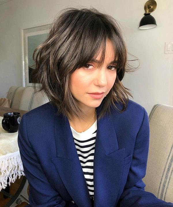 nina-dobrev Модные женские стрижки 2019: 100 стильных идей на средние волосы