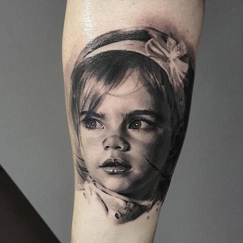 Татуировка в реалистичном стиле