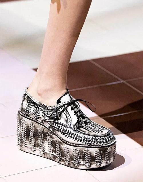 Модные женские кроссовки на платформе от Prada SS 2020