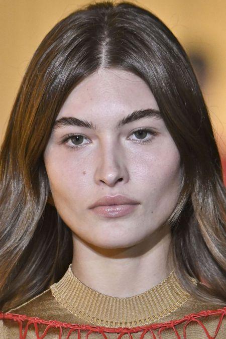 Бесцветный блеск для губ для модного макияжа 2020