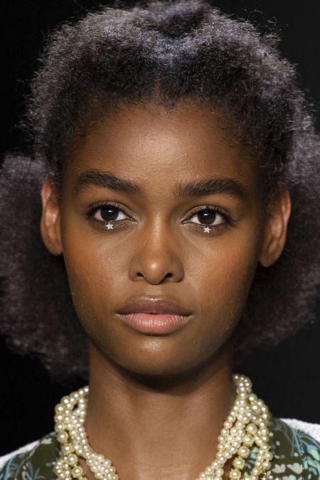 Необычный макияж глаз - украшение в виде звезд