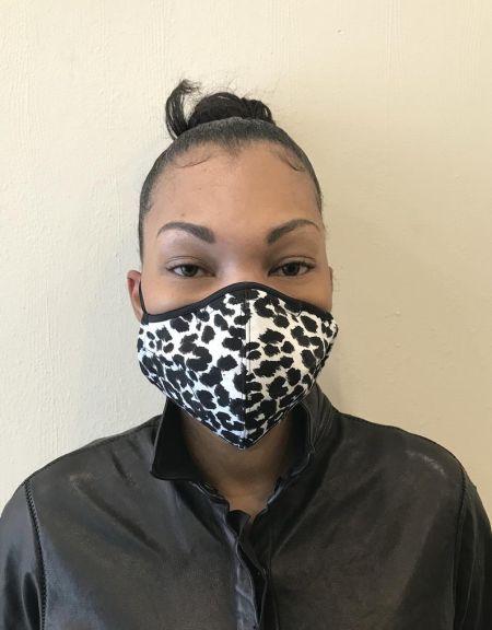 Черно-белая анималистическая маска для лица