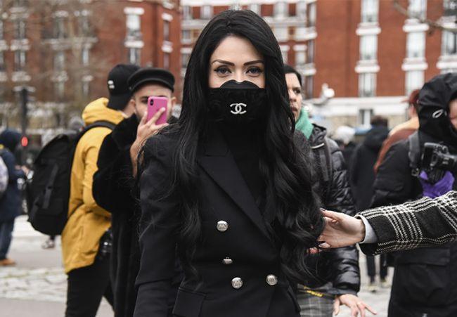 Израильская певица Николь Райдман в черной маске от Channel