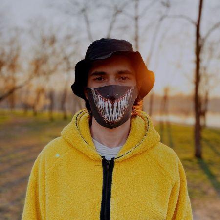 Черная защитная маска с зубами хищника от Merchua