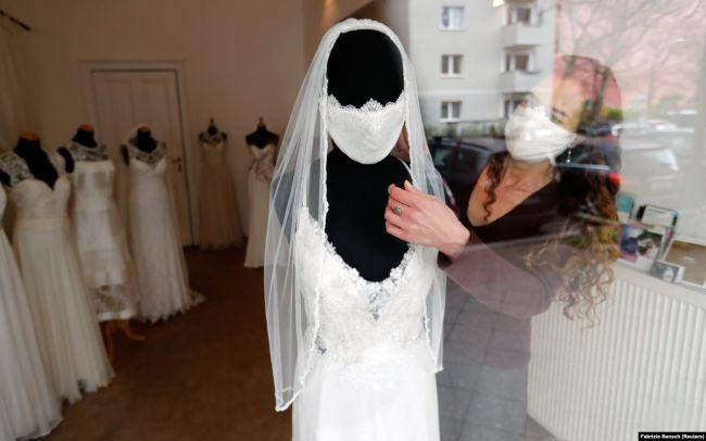 Белая защитная маска с кружевом для свадьбы