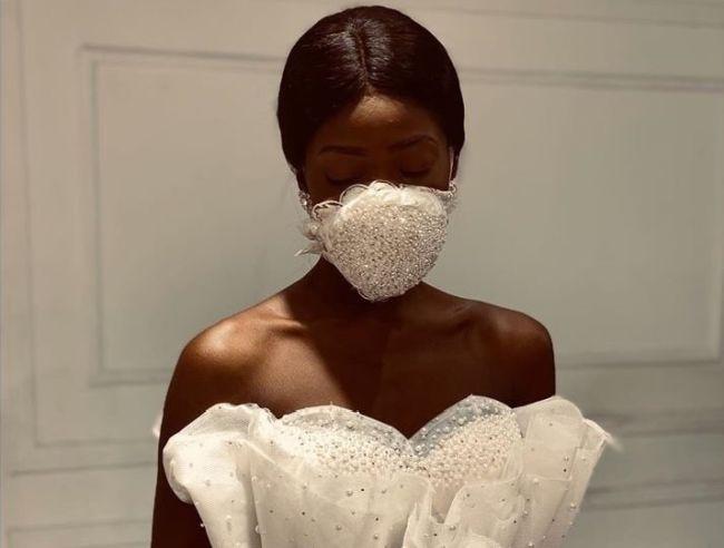 Свадебная белая маска для лица со стразами