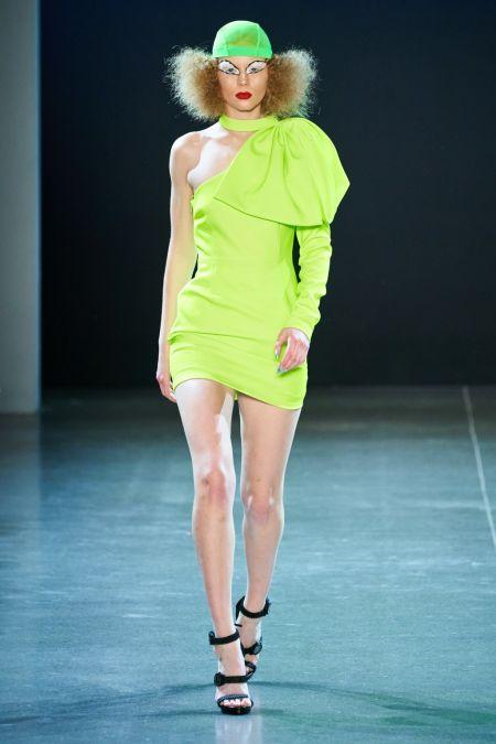 Неоновое салатовое платье от Christian Cowan