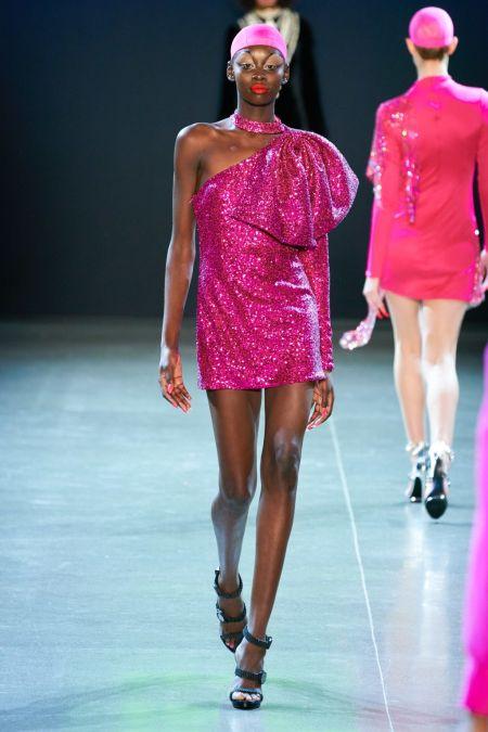 Розовое платье с глиттером на одно плечо из коллекции Christian Cowan