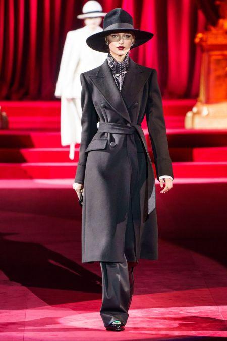 Черное двубортное пальто из коллекции Dolce&Gabbana