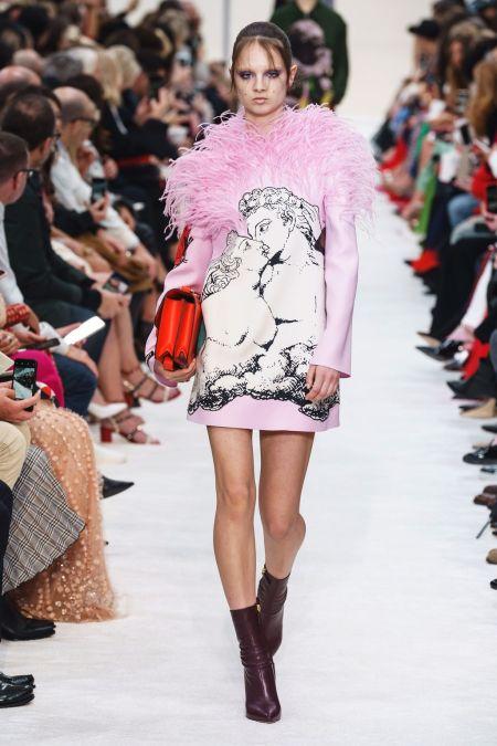 Платье с розовыми перьями от Valentino