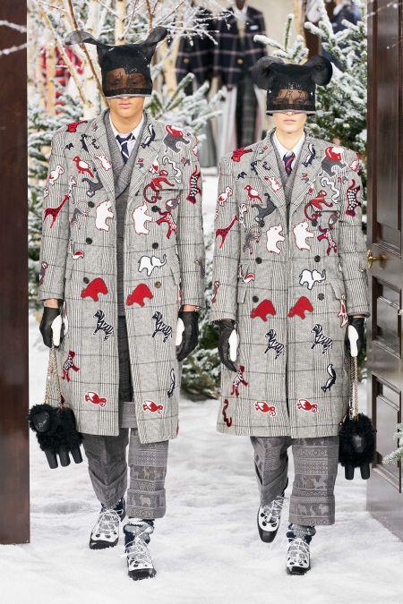 Пальто в клетку с аппликацией в виде животных Thom Browne