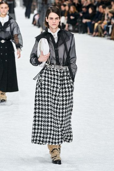 Длинная юбка в гусиную лапку от Chanel