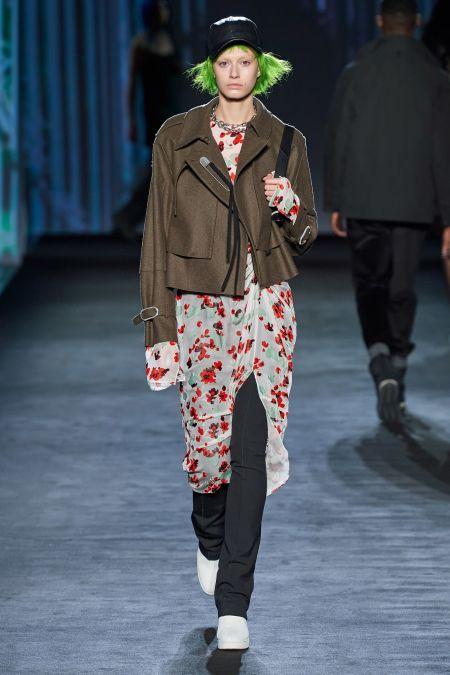 Многослойный образ с брюками, прозрачным платьем и короткой курткой