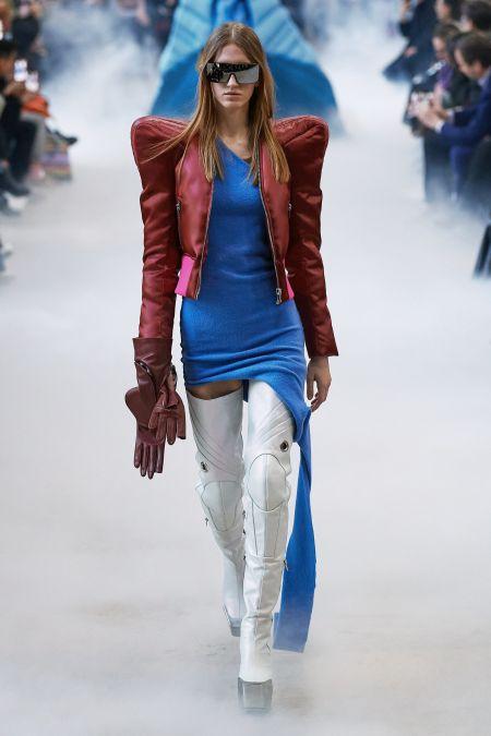 Куртка с треугольными плечами - тренд 2020