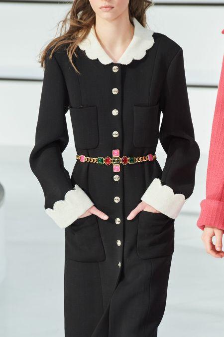 Пояс с крупными разноцветными камнями из коллекции Chanel
