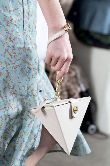 Женская сумочка в виде пирамидки на ремешке Coach