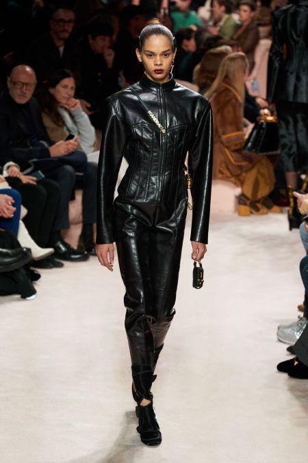 Черная мини-сумка из осенне-зимней коллекции Fendi