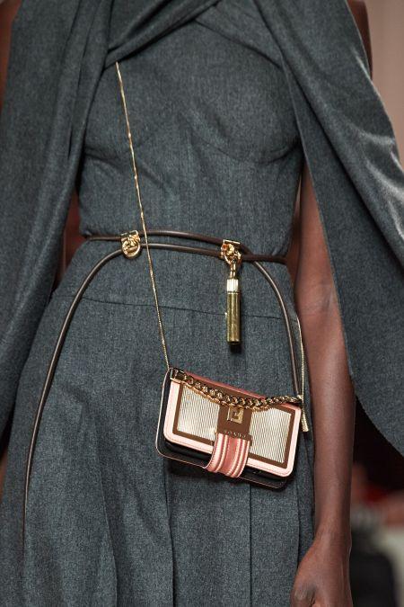 Маленькая сумочка через плечо от Fendi