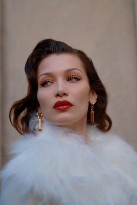 Белла Хадид на показе Lanvin в элегантном ретро образе