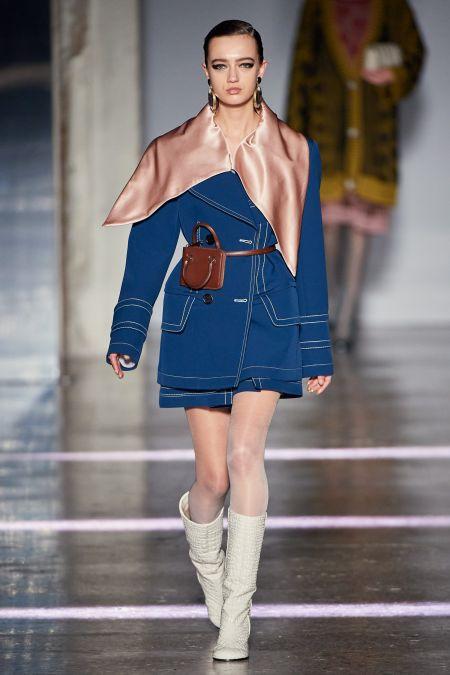 Модные аксессуары осень-зима 2020-2021 - атласные платки