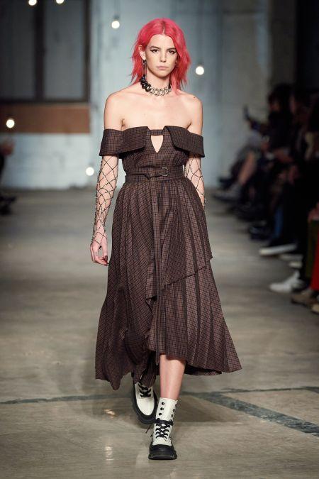 Модная прическа осень-зима 2020-2021 - розовые волосы