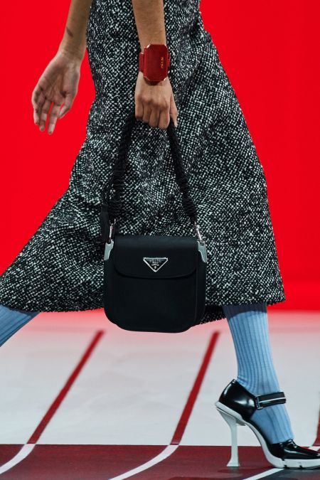 Браслет Prada в виде сумочки - модный аксессуар осень 2020