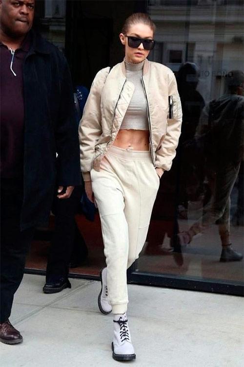 Джиджи Хадид в белых брюках и ботинках на платформе