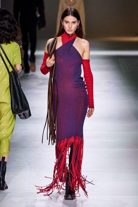 Модель от Bottega Veneta с бахромой
