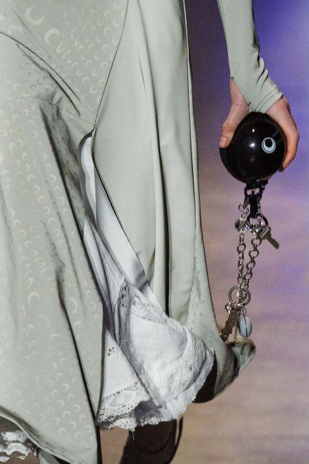 Круглая сумка на цепочке. Коллекция Marine Serre