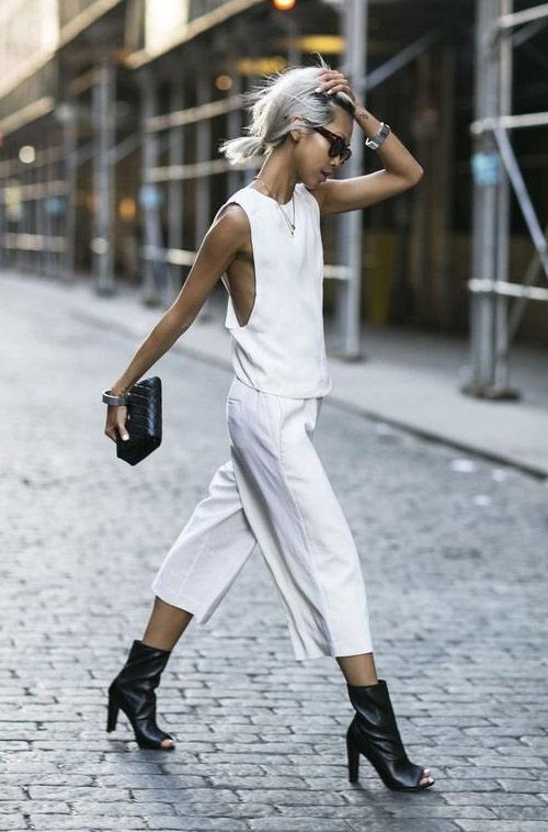 Белый топ - белые укороченные брюки