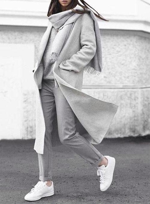 Белые кроссовки для образа в стиле минимализм