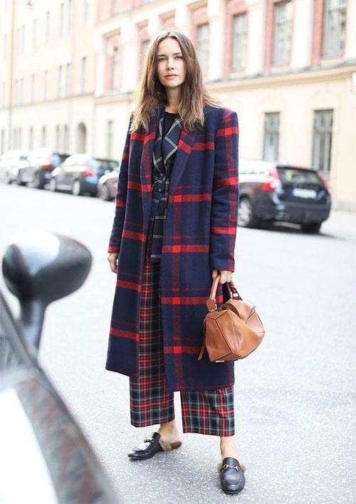 Пальто в клетку и брюки тоже