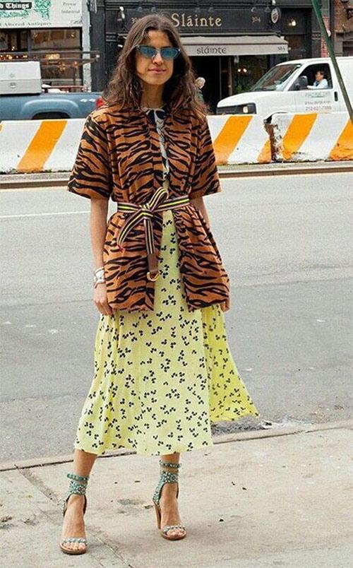 Жилет с леопардовым принтом и юбка с цветочным принтом