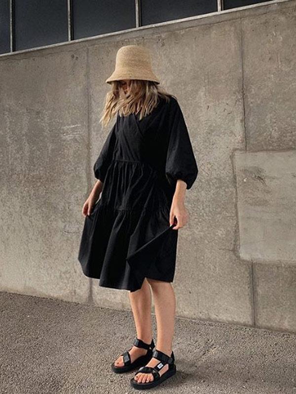 Платье оверсайз и модная пара обуви