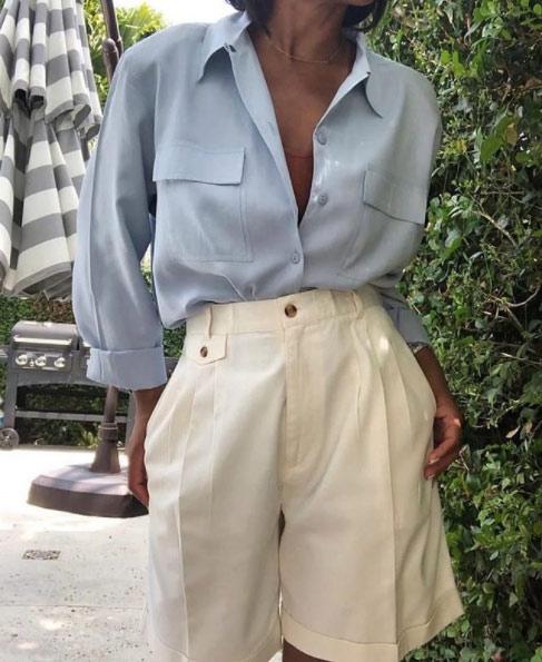 V-образный вырез, объемные шорты