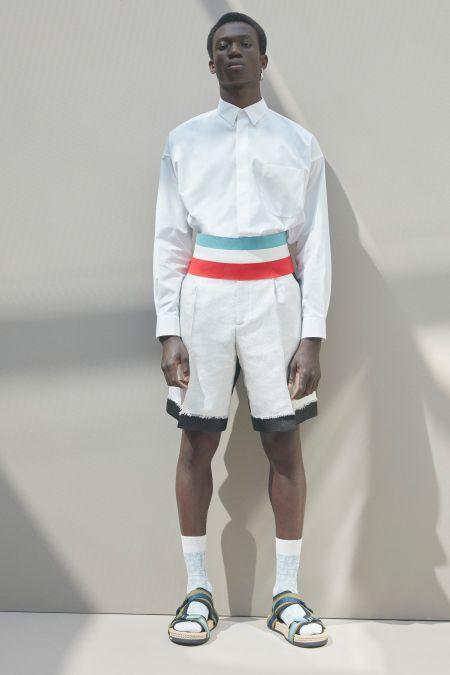 Белые бермуды и классическая рубашка - коллекция весна-лето 2021 Dior