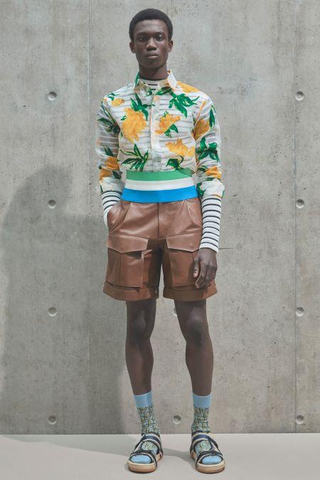 Многослойный мужской образ - тельняшка, яркая рубашка и шорты-бермуды
