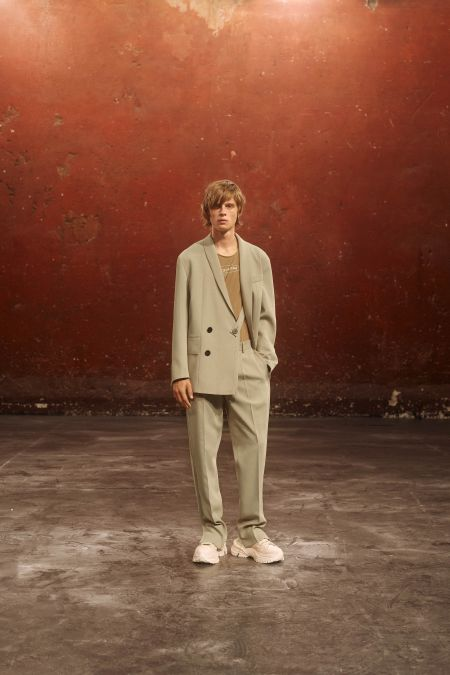 Бежевый мужской костюм. Коллекция весна-лето 2021 Wooyoungmi