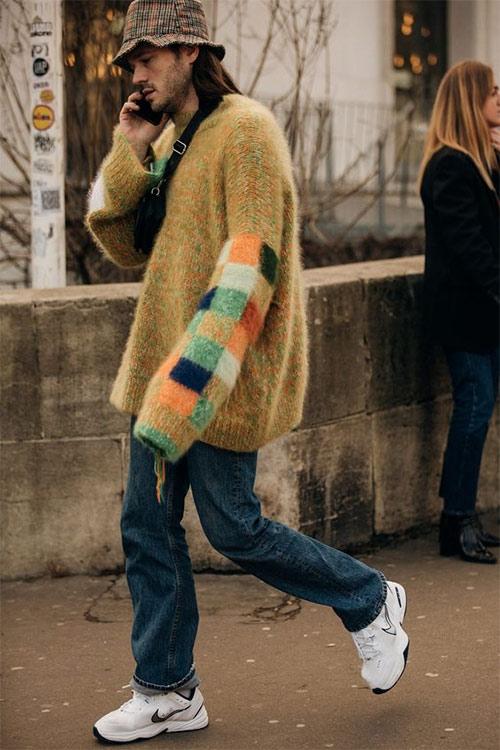 Растянутый свитер оверсайз в стиле гранж на мужчине