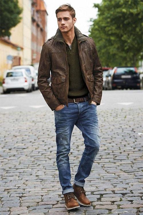 Джинсы в сочетании с курткой на мужчине