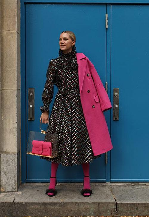 Черные босоножки - розовые колготы