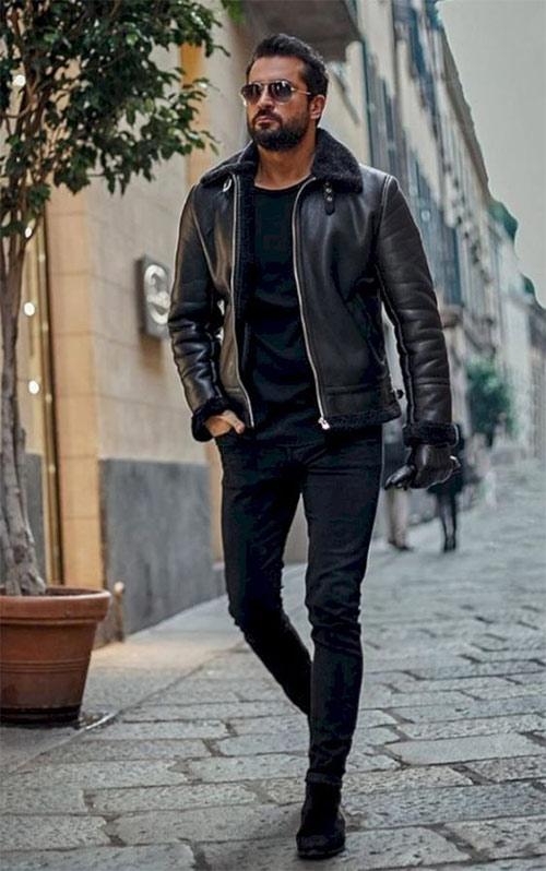 Кожаная куртка на мужчине