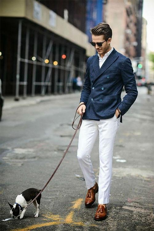 Синий классический двубортный пиджак - белые брюки
