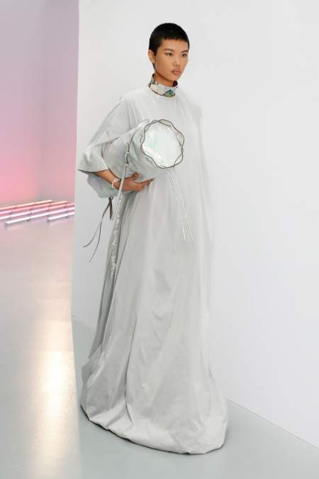 Белая сумка-цилиндр - модный тренд весна-лето 2021