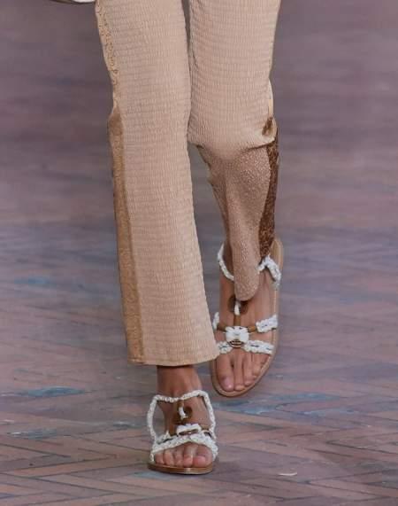 Плетеные сандалии из коллекции Alberta Ferretti