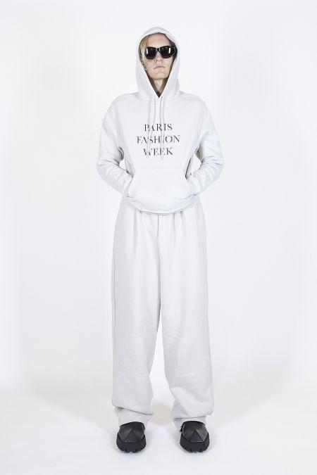 Белый спортивный костюм Balenciaga весна-лето 2021
