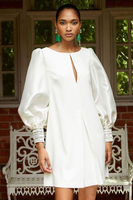 Белое платье с епископскими рукавами Badgley Mischka
