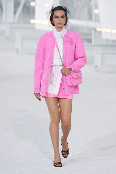 Розовый костюм из коллекции Chanel